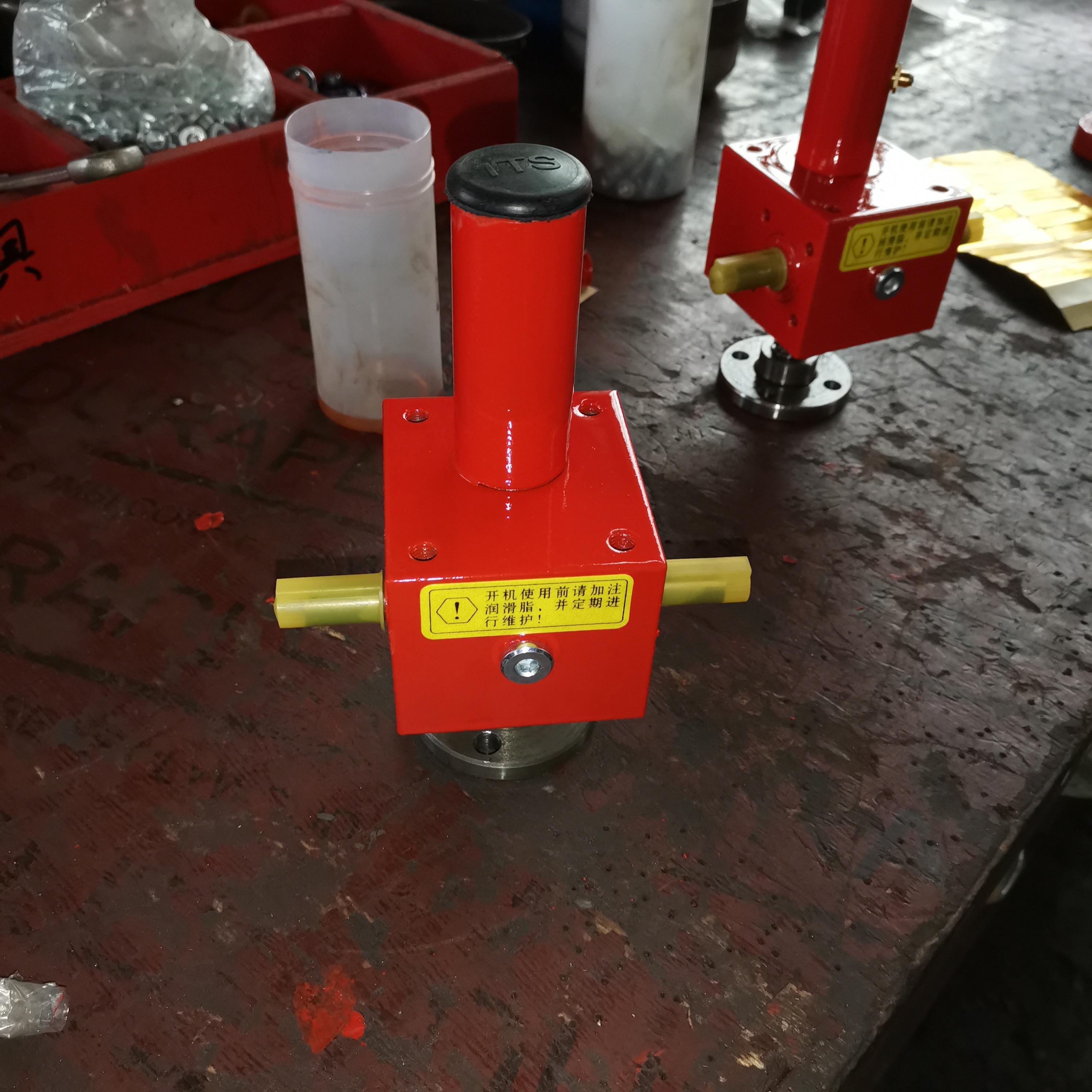 TP系列螺旋丝杠升降机